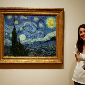 essica Siemens infront of Starry Night by Vincent Van Gogh